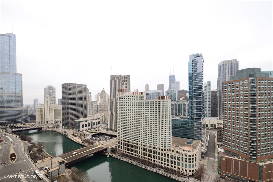 Stunning Views in Furnished Chicago Corporate Housing