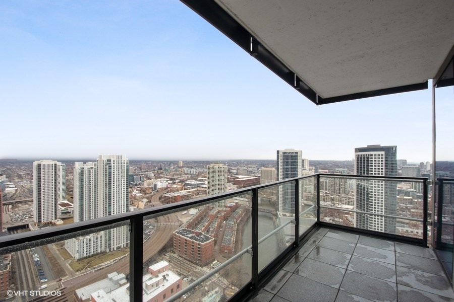 Wolf Point West Chicago Corporate Housing Premier Luxury Suites